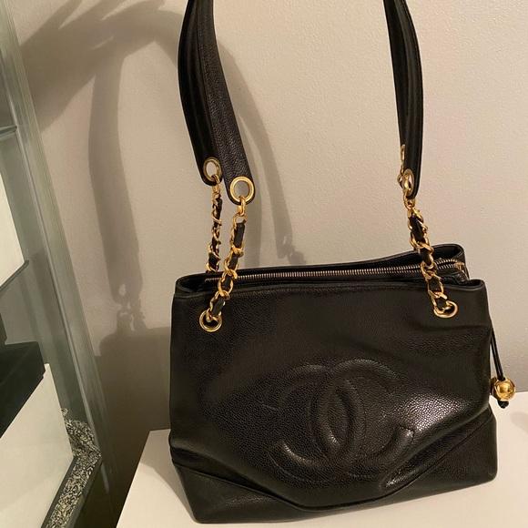 CHANEL Handbags - Chanel vintage caviar tote